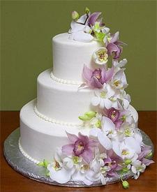 трехярусный свадебный торт